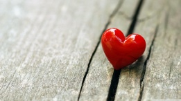 one_heart-wallpaper-1366x768