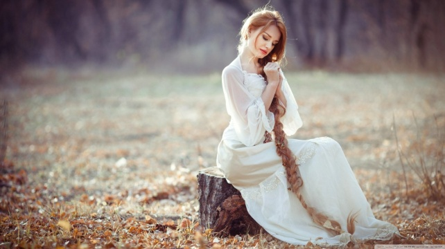 girl_with_long_hair_2-wallpaper-1366x768
