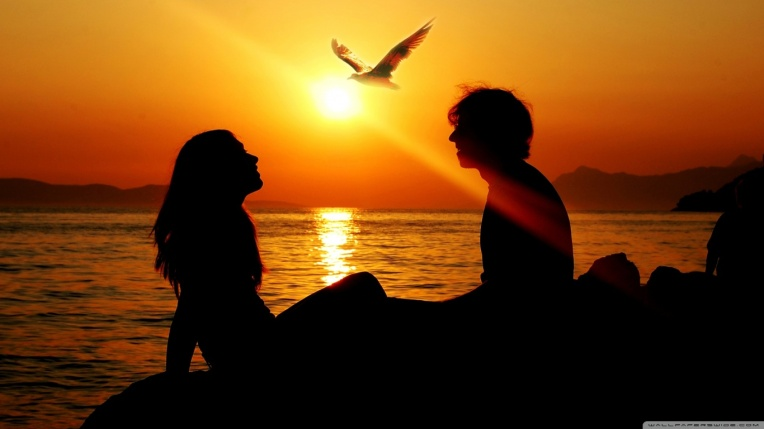 romantic_couple_sunset-wallpaper-1366x768